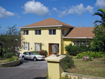 the advantage of living in new providence over the family islands Adequate medical care is available on new providence and grand bahama islands visitors should be aware that serious health problems requiring hospitalization and/or air ambulance evacuation to the united states can cost tens of thousands of dollars in up-front costs.