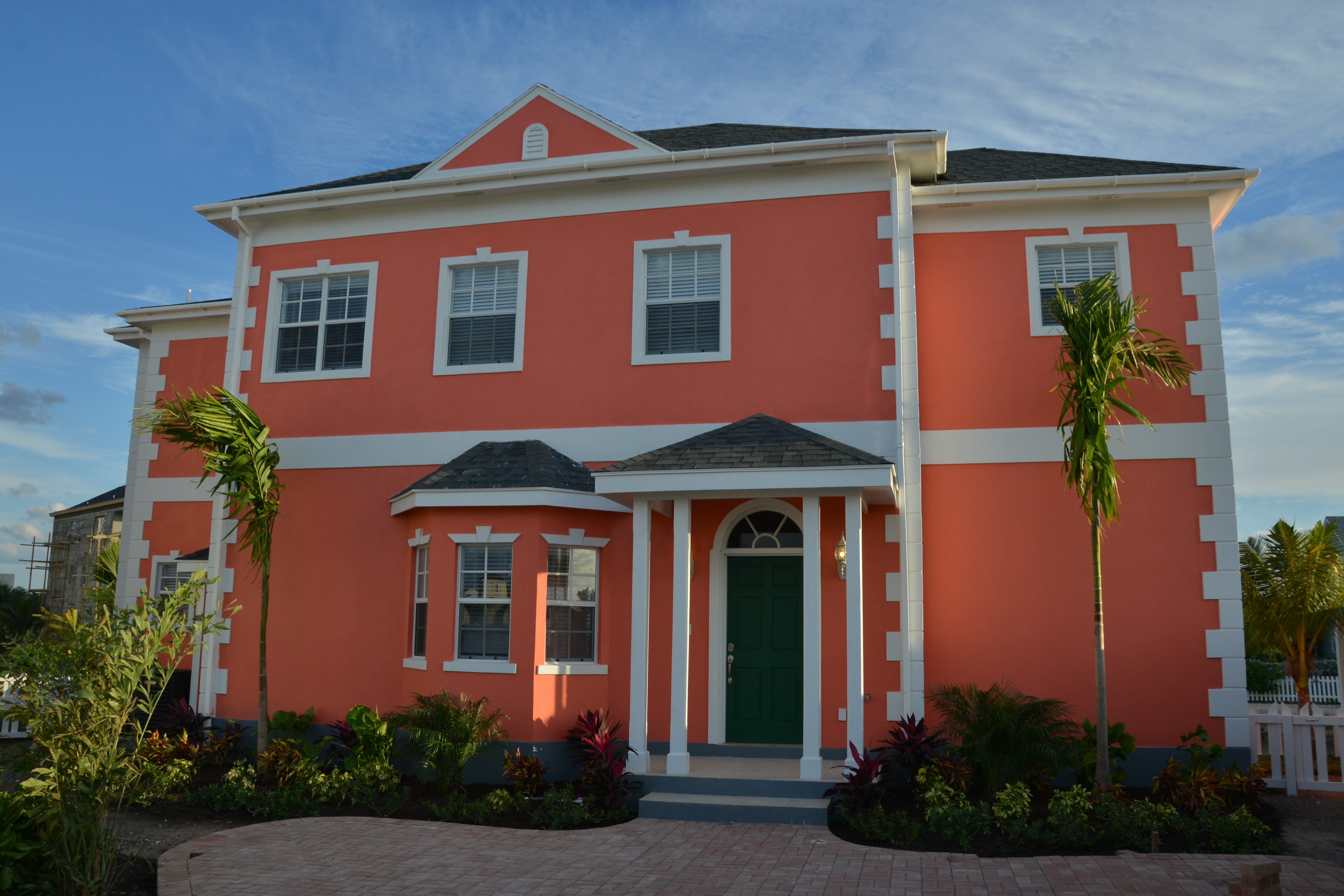 Colors of the bahamas bright bahamian homes for Tropical house color schemes